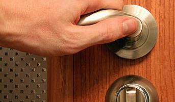 Selvrensende dørhåndtak