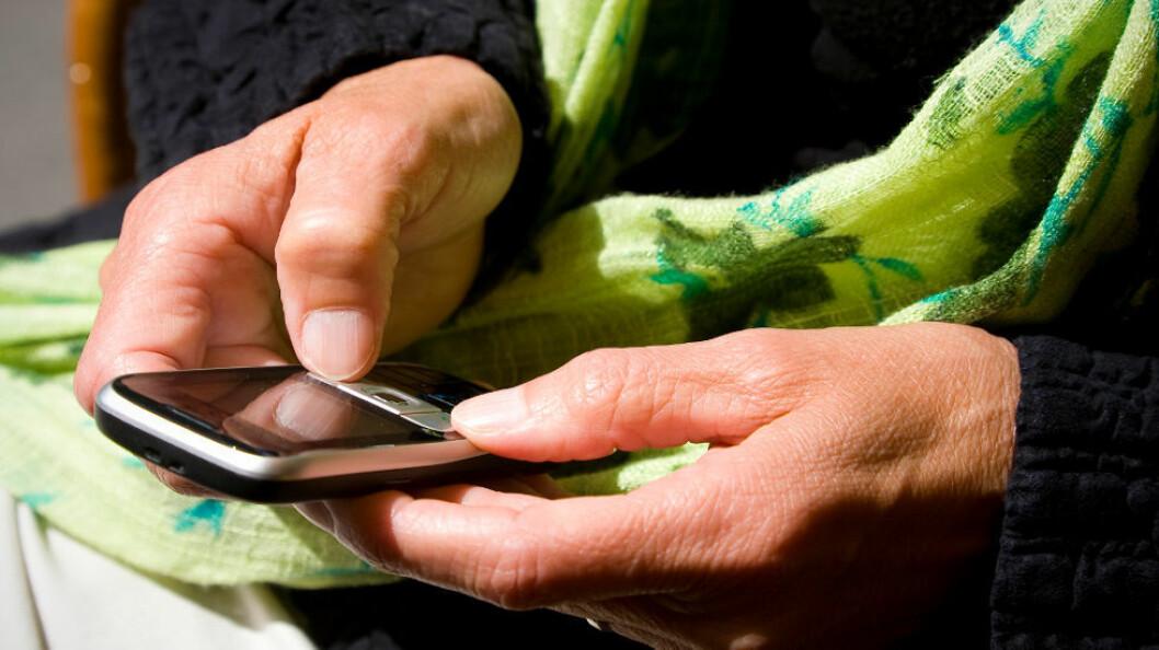 Arbeidsgivere bør ikke tillate sine ansatte å sykmelde seg ved hjelp av tekstmeldinger. (Ill.foto av mobil: Colourbox)