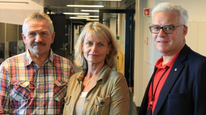 Fra venstre: Fagansvarlig Jan Erik Marthinsen, rektor Kirsti Andresen og ansvarlig for skadesaneringsbransjen i NHO Service, Lasse Tenden. Foto: Baard Fiksdal, NHO Service