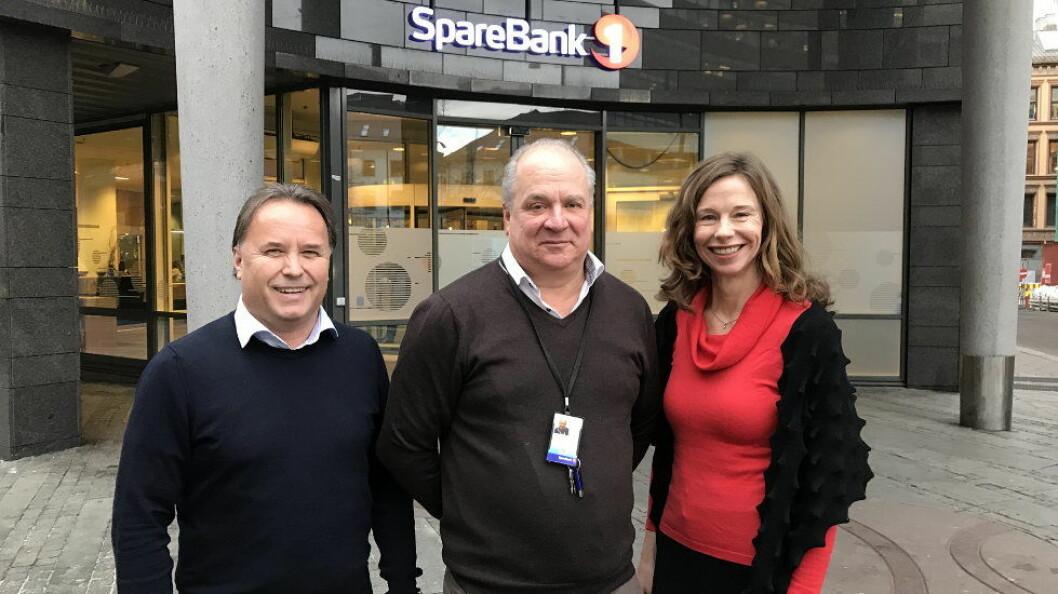 Fra venstre Nils Finstad (produktutviklingssjef for Facility Services hos Compass Group), Magne Braaten (leder for fellestjenester hos SpareBank 1) og Audrey Sjøstedt (Key Account manager hos Compass Group).