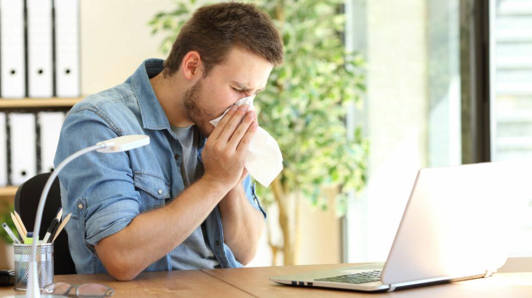 Det er ekstra viktig å legge til rette for gode hygienerutiner på kontoret, spesielt i influensasesongen. (Ill.foto: Colourbox)