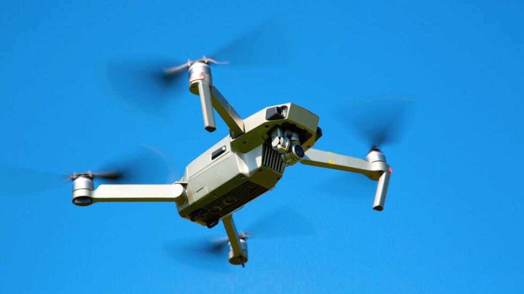 Såvel profesjonelle droneoperatører som hobbybrukere må innrette seg etter de nye reglene. (Ill.foto: Colourbox)