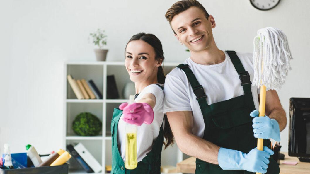 Forskningen er en sammenfatning av en rekke studier. Noen av studiene ser på repetitive bevegelser hos kvinnelige og mannlige renholdere. (Ill.foto: Colourbox)
