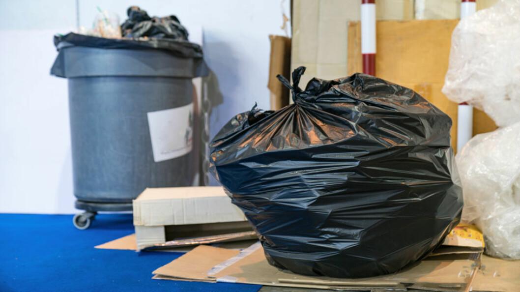 Færre og færre tillater avfall i sorte søppelsekker. Norsk Gjenvinning innførte forbud mot slike fra 1. september 2019.