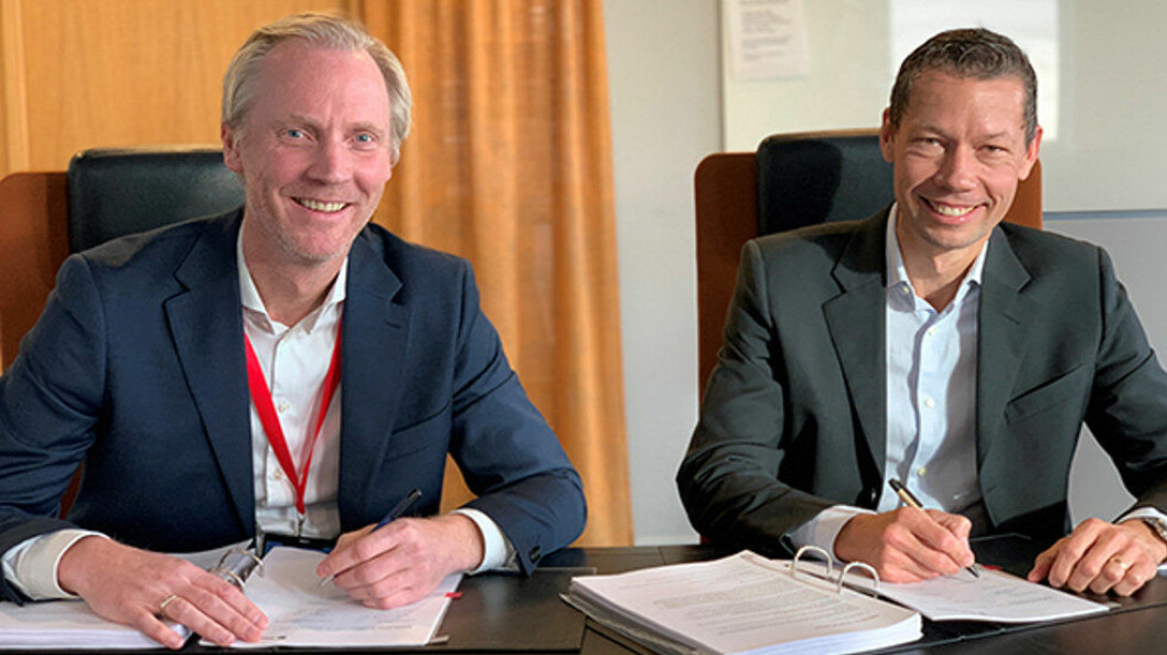 Nikolai Utheim, adm. direktør i Coor i Norge, Anders Nordberg, Vice President Strategic Sourcing i Aker Solutions. (Foto: Coor)