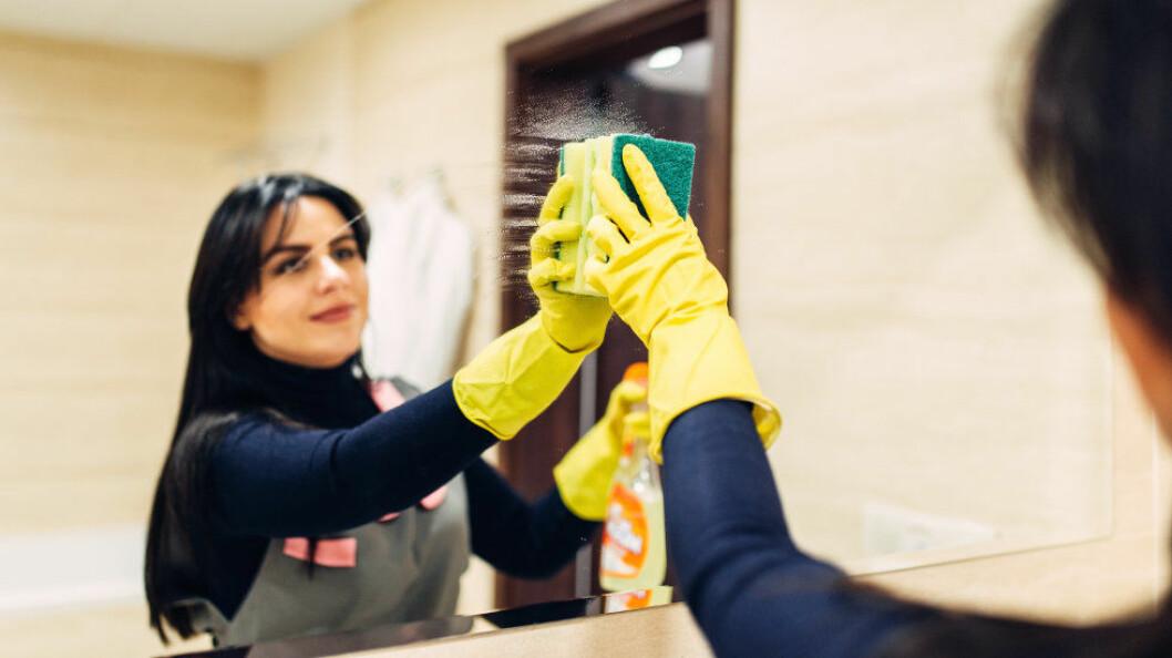 Ved å kjøpe fra et godkjent renholdsfirma, bidrar du til å støtte et seriøst arbeidsliv. Også for privatpersoner er det forbudt å kjøpe fra ikke-godkjente firma. (Ill.foto: Colourbox)