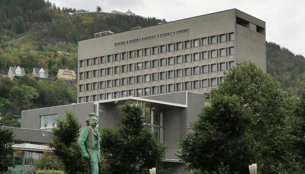 Bergen kommune er i ferd med å ta renholdet tilbake i egen regi etter å ha konkurranseutsatt det i en periode, men detaljene rundt prosessen er ikke helt avklart.