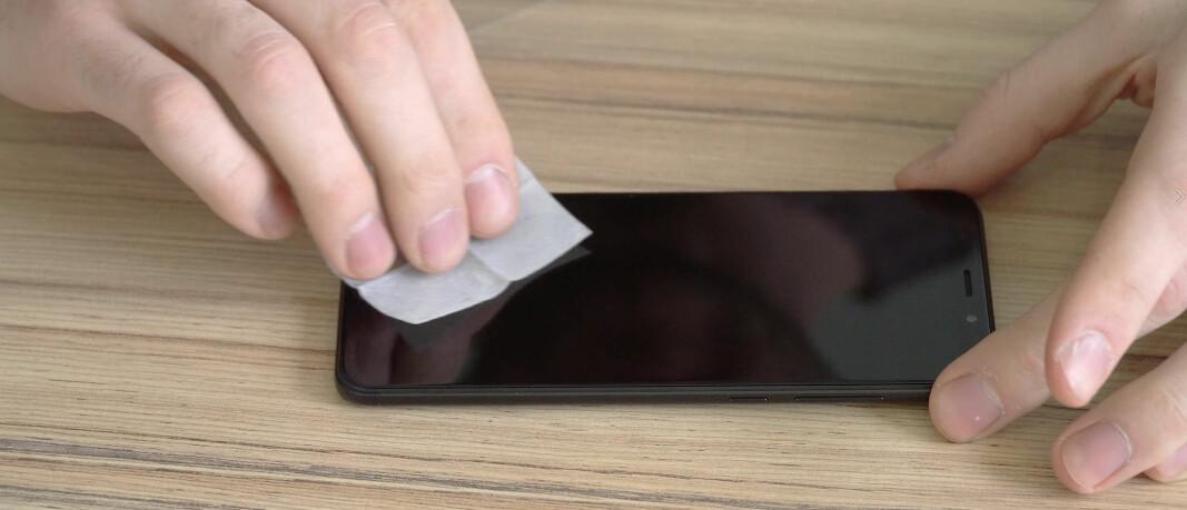 De fleste mobiltelefoner fra Apple, Google, Huawei og Samsung tåler trolig våtservietter med 70 prosent isopropanol. Men vær skånsom og sjekk for hver enkelt modell.