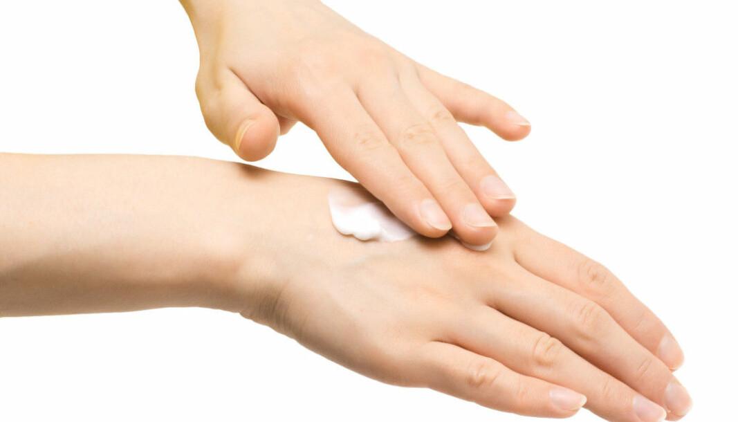 Hyppig håndvask kan bidra til å tørke ut hendene. Det øker risikoen for langvarige problemer i form av eksem.