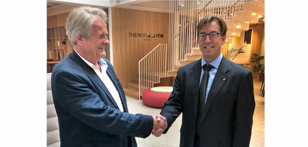 Jan-Egil Clausen (t.v.) fortsetter som styreleder i Norsk Kommunalteknisk Forening. (Arkivfoto fra da Rune Aale-Hansen (t.h.) ble ansatt som adm.dir. i NKF i 2019.)