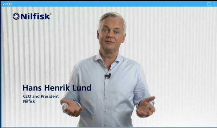 Nilfisks toppsjef Hans Henrik Lund var blant dem som presenterte den nye roboten, for anledningen på digitalt vis gjennom et webinar.