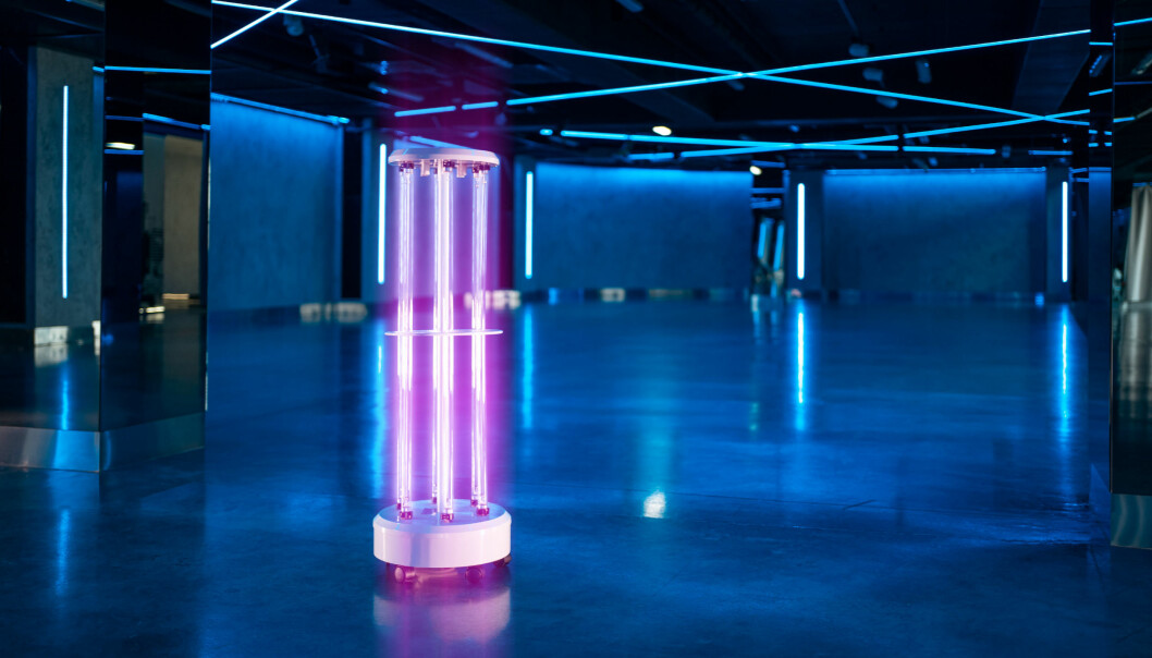 Eksempel på profesjonelt UVC-lys brukt til å desinfisere flater.