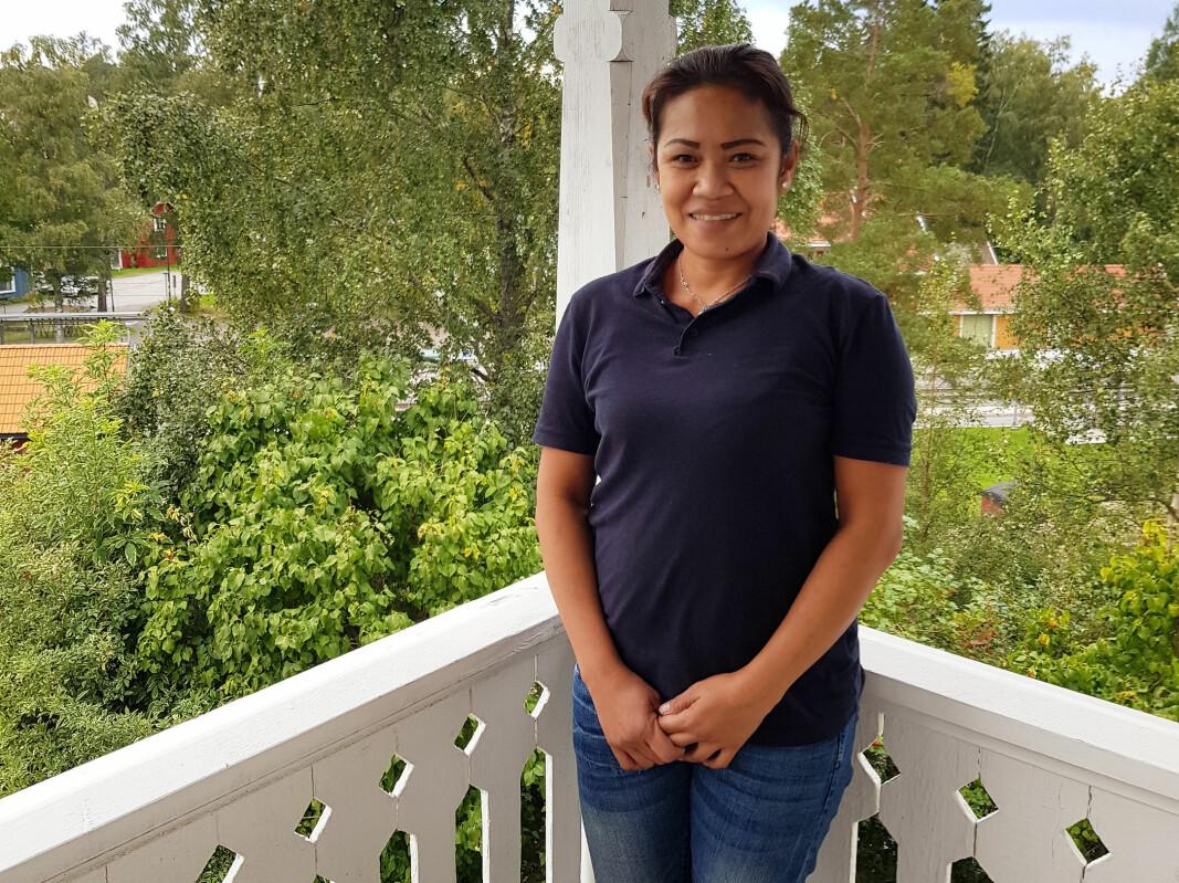Sri Rejeki Magdalena (45) jobbet på hotell da landet stengte ned. Nå gjør hun rent i skoler, barnehager og kontorer via bemanningsselskapet Adecco.