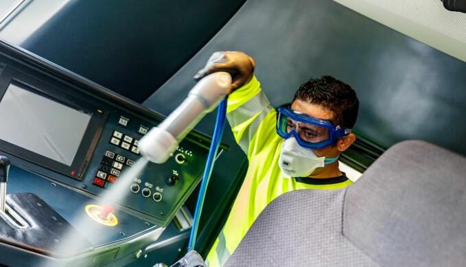 Agilia bruker moderne teknologi for å desinfisere så vel togsett som kontor- og næringslokaler.