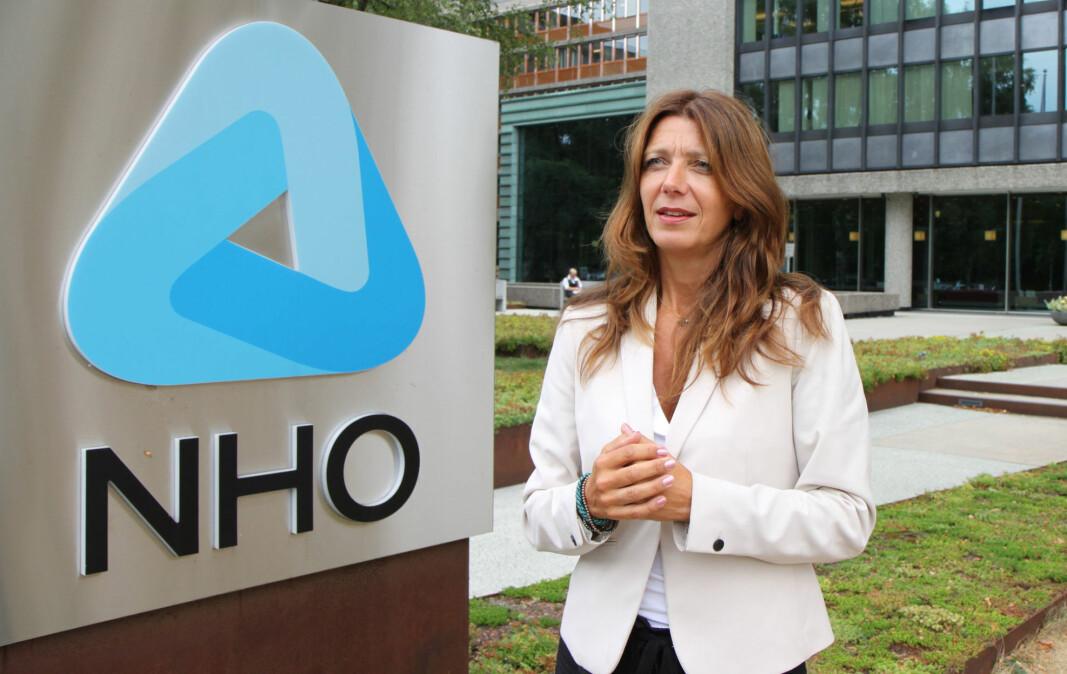 Så lenge smitteverntiltakene varer, må også bedriftene få hjelp til å redde arbeidsplasser, understreker Anne Cecilie Kaltenborn, administrerende direktør i NHO Service og Handel.