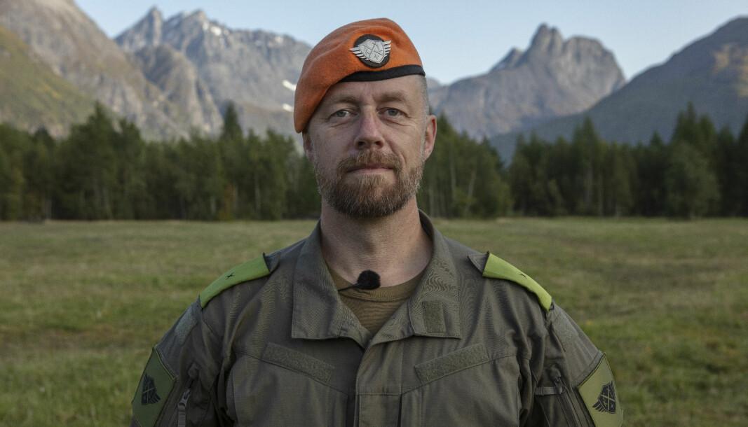 Geir Aker - bedre kjent som Fenriken i Kompani Lauritzen på TV2 - kommer til Bygg Ren Verdi for å snakke om tydelighet i lederrollen.