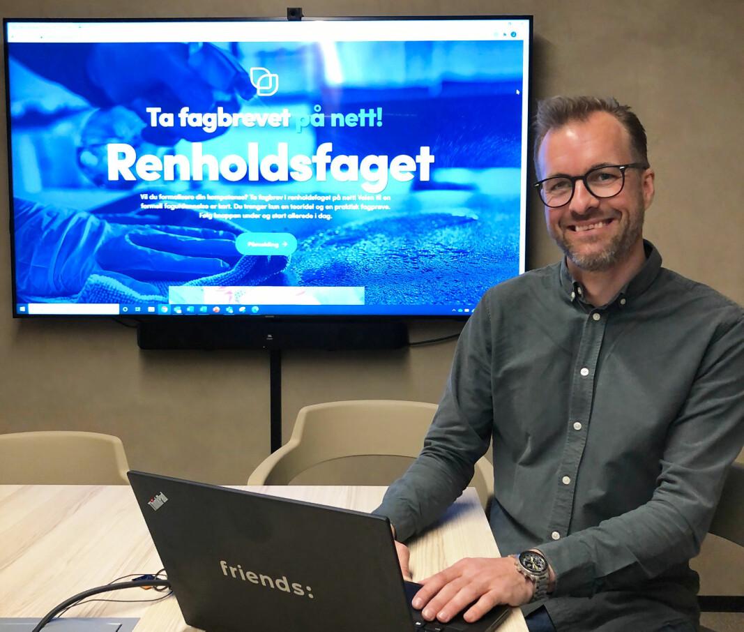 Foreløpig tilbyr Lars Roland Pettersen teorikurs til fagbrev og kurs i grunnleggende renhold.